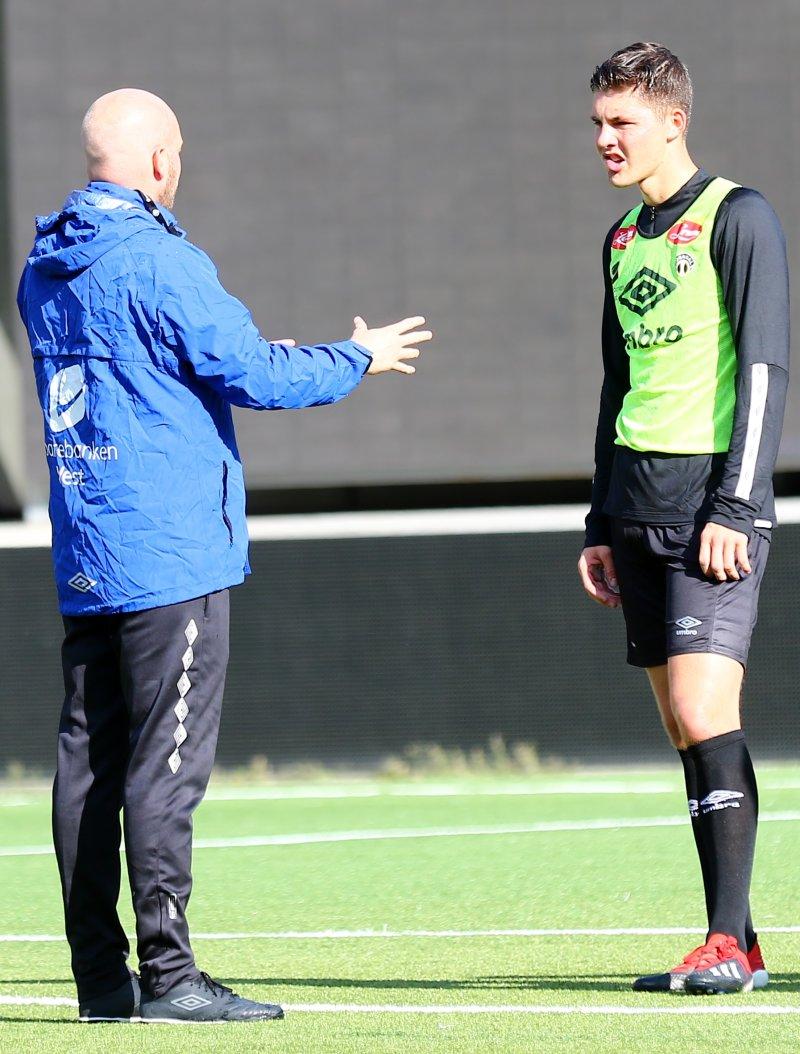 Marius Lenni Bøe og Andreas i samtale under dagens trening