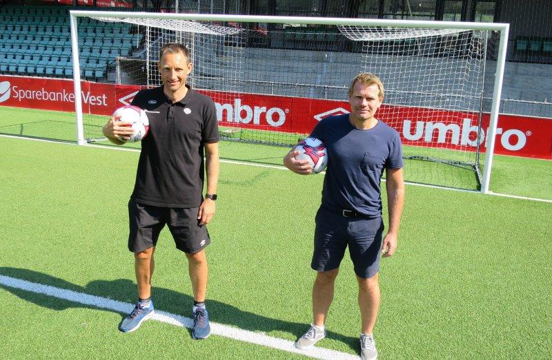 Utviklingssjef Terje Skjeldestad (t.v.) og Ole Erik Grinde står sentralt i satsinga med unge spelarar som spelar nasjonalt (foto: Rune Timberlid)